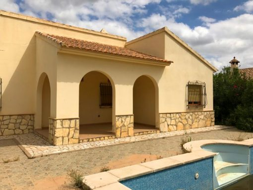 DETACHED VILLA WITH PLOT, GARAGE, POOL AND GARDEN. ARBOLEAS-ALMERIA 139.000€