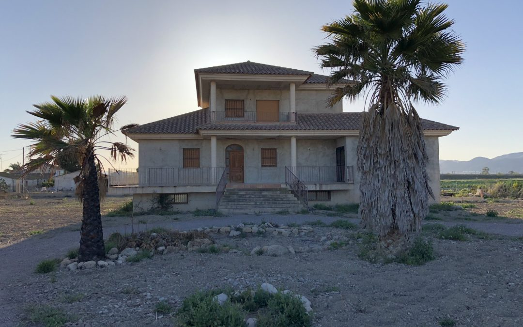 DETACHED LORCA.  3/2   317m2.  Plot 4900m2.   216.000€